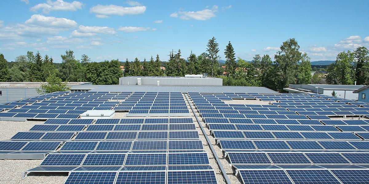 Solarzellen auf Dach von Gautschi